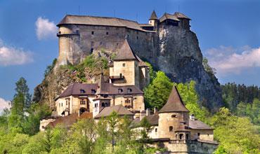 W ofercie wycieczki integracyjne, objazdowe, podróże winne oraz szlakiem piwnym do Czech, na Słowację, na Węgry oraz do Niemiec.